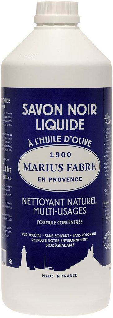 savon-noir-pour-nettoyer-un-tapis