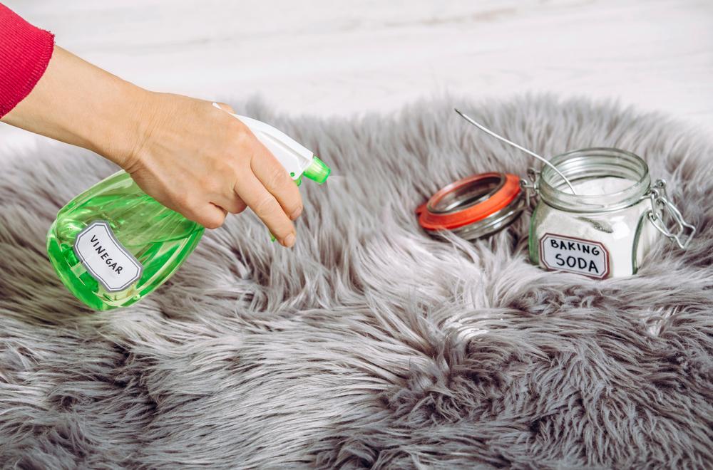 vinaigre-blanc-pour-nettoyer-un-tapis